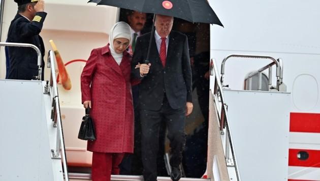 """Im Juni 2019 reiste Emine Erdogan mit der besagten """"Hermes""""-Handtasche zum G20-Gipfel nach Japan. (Bild: AFP)"""