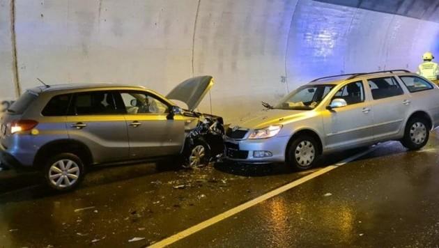 An den Fahrzeugen entstand Totalschaden. (Bild: FF Schwarzach)