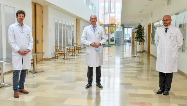 Von li. nach re.: Holger Rumpold (Ordensklinikum Linz), Bernd Lamprecht, Jens Meier (beide Kepler Universitätsklinikum) (Bild: Harald Dostal)