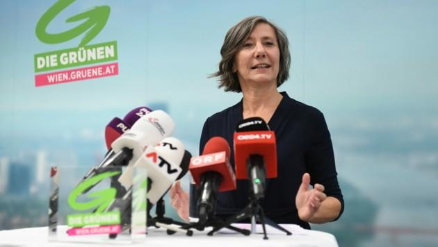 Birgit Hebein bleibt weiterhin Parteichefin der Wiener Grünen, verzichtet aber auf ihr Mandat. (Bild: APA/Helmut Fohringer)