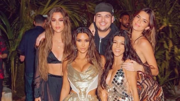 Die Kardashians feiern Kim Kardashians 40. Geburtstag auf einer Privatinsel. (Bild: www.twitter.com/kimkardashian)
