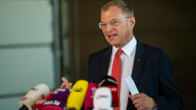 Landeshauptmann Thomas Stelzer (ÖVP) hat am Mittwoch in einer Pressekonferenz gesagt, dass Oberösterreich ab nächster Woche rechtlich gegen Privatpartys vorgehen wird. (Bild: APA/FOTOKERSCHI.AT/KERSCHBAUMMAYR)