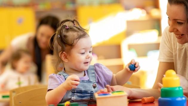 Wird eine Pädagogin positiv auf Corona getestet, muss die ganz Gruppe in Quarantäne (Bild: stock.adobe.com)