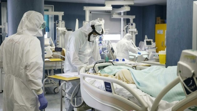Zur steigenden Bettenauslastung kommt der Mangel an Ärzten und Pflegern für die Betreuung. (Bild: EXPA/ laPresse/Cecilia Fabiano)