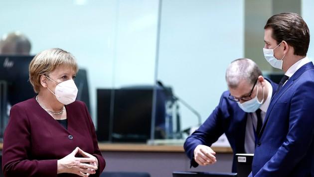 Bundeskanzler Sebastian Kurz und seine deutsche Amtskollegin Angela Merkel beim letzten EU-Gipfel in Brüssel (Bild: AP)
