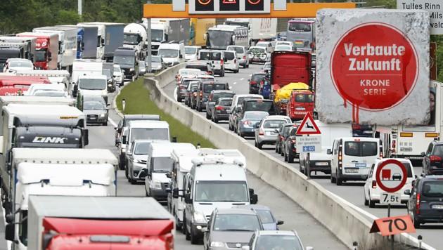 Neue Straßen ziehen immer mehr Verkehr an. (Bild: Kronen Zeitung)