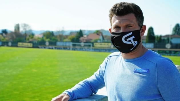 Sportchef Andi Schicker streut Gegner Rosen (Bild: Pail Sepp)
