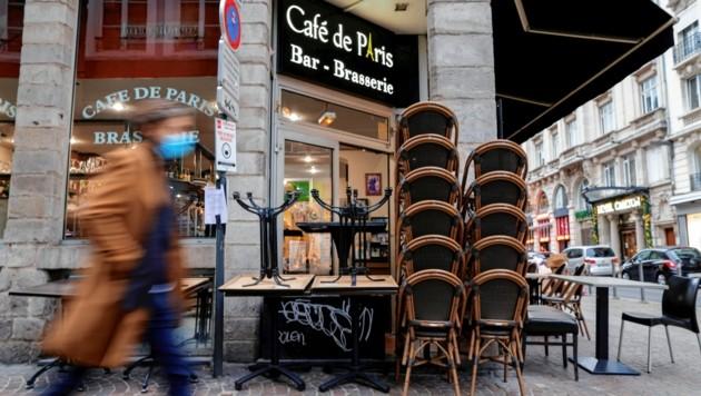 Cafés, Restaurants und Bars müssen in Frankreich wie Deutschland für vier Wochen schließen. Das sorgt bei vielen für Unverständnis und viel Ärger. (Bild: REUTERS/Pascal Rossignol)