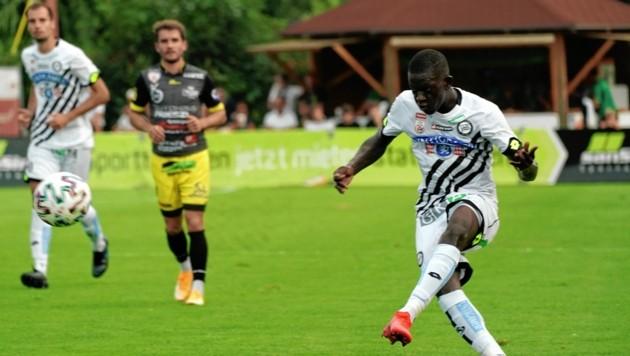 Amadou Dante (r.) unterschrieb langfristig beim SK Sturm. (Bild: Sepp Pail)