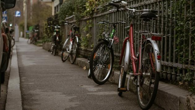 Die Straßen werden ab 20 Uhr gespenstisch leer werden - auf das Radfahren muss man aber nicht zwangsläufig verzichten. (Bild: evdokimari/stock.adobe.com)