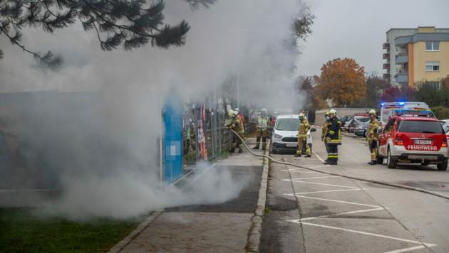 Die offengelegten Kabel fingen am Samstagmorgen Feuer. (Bild: Zeitungsfoto.at/Team)