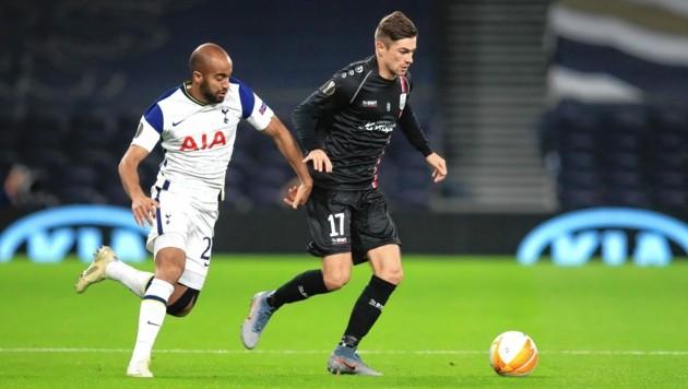 Andreas Gruber (r.) spielt mit dem LASK in der Europa League gegen Topstars wie Tottenhams Lucas Moura (l.) (Bild: Copyright 2020 The Associated Press. All rights reserved)
