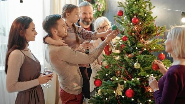 Weihnachten mit der Großfamilie wird schwierig, denn nach Aufhebung der harten Maßnahmen gilt es, die Zahlen zu stabilisieren. (Bild: pressmaster - stock.adobe.com)