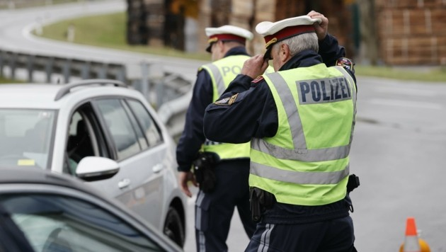 Allerseelen ist es geschafft: Nur noch heute überwacht die Polizei die Kuchler Ortszufahrten an Hauptstraße. (Bild: Tschepp Markus)
