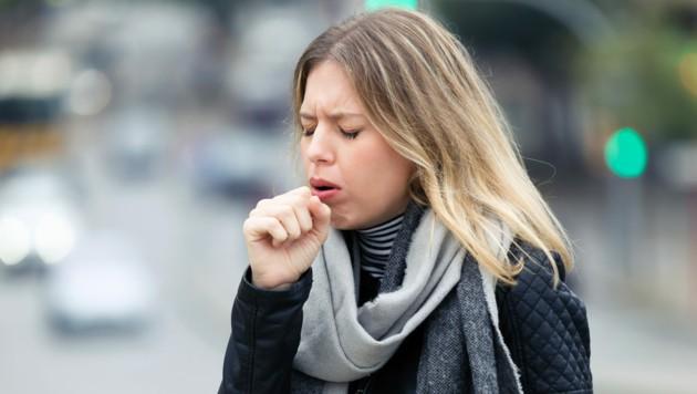 Husten von Corona-Infizierten unterscheidet sich von jenem gesunder Menschen - auch wenn wir diese Abweichungen nicht hören können. (Bild: nenetus/stock.adobe.com)