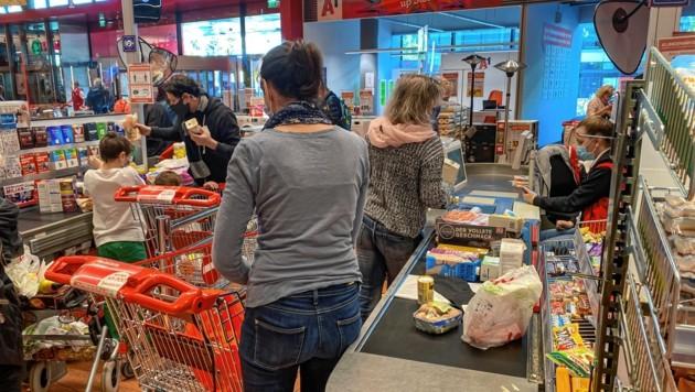 Salzburg, Corona Einkaufen vor dem Lockdown in Salzburg (Bild: Markus Tschepp)