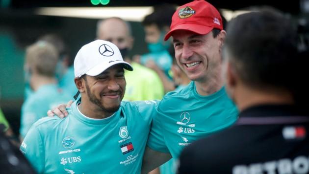 Lewis Hamilton (li.) und Toto Wolff (Bild: AFP)