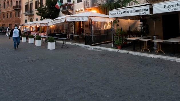 Die Piazza Navona in Rom: Eigentlich ein Anziehungspunkt für Touristen, wegen Corona derzeit wie leer gefegt (Bild: AFP)
