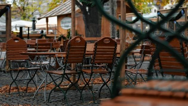 Leere Gastgärten: Heute beginnt der zweite Corona-Lockdown in Österreich. (Bild: EPA)