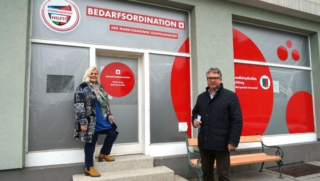 Bürgermeister Robert Weber vor der Schnelltest-Arztpraxis (Bild: Markgemeinde Guntramsdorf)