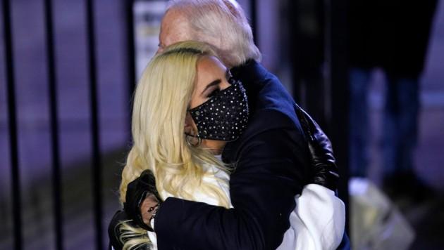 Lady Gaga unterstützte Joe Biden auf der Bühne bei dessen Wahl-Endspurt. (Bild: AP)