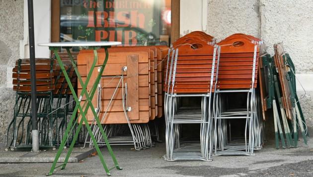 Abgesehen von Vorarlberg bleibt die Gastronomie auch weiterhin geschlossen. (Bild: APA/Barbara Gindl)