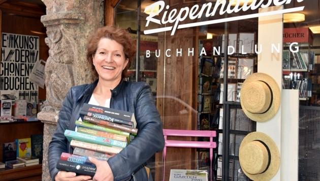 Buchhändlerin Sonja Bruch sorgt für Lesestoff (Bild: Stadtmarketing Hall)
