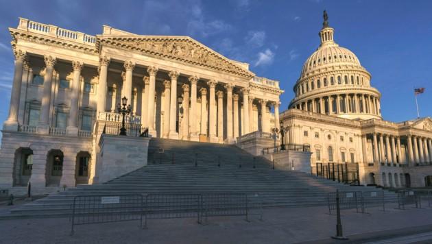 Das Bild zeigt jene Seite des Kapitols in Washington, wo sich das Repräsentantenhaus befindet. (Bild: AP)