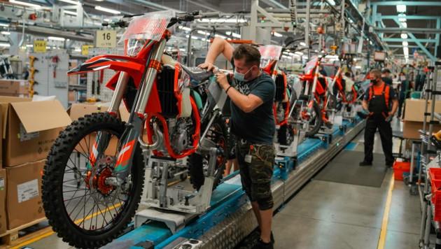 In Mattighofen werden aktuell 900 Motorräder pro Tag fertiggestellt. (Bild: Markus Wenzel)
