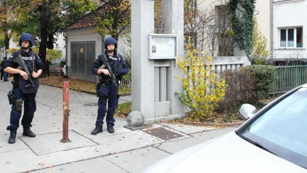 In diesem Gemeindebau wohnte der Attentäter - lange musste er auf die Bleibe nicht warten. (Bild: Schiel Andreas)