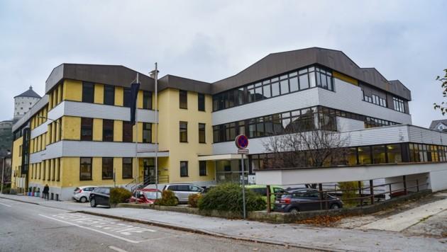 """Mit dem Elternverein der HLW FW Kufstein protestiert der neunte Tiroler Verein gegen das von der Politik verordnete """"Distance Learning"""". (Bild: Hubert Berger)"""
