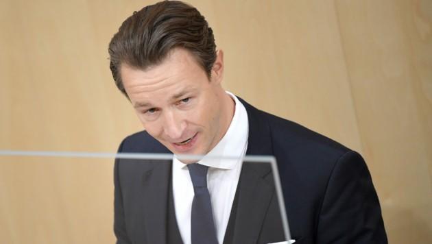 Auch ein Misstrauensantrag der Opposition gegen Finanzminister Blümel ist zu erwarten. (Bild: APA/ROLAND SCHLAGER)