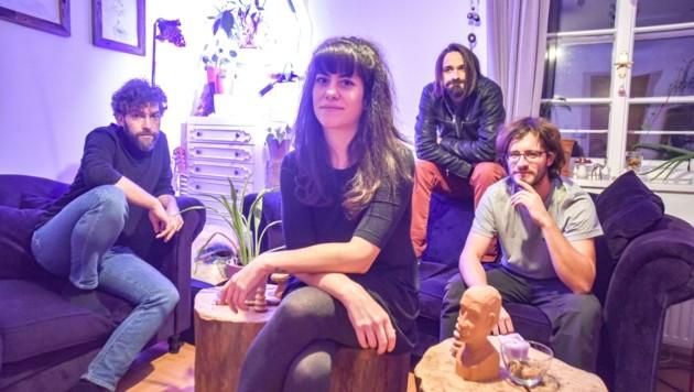 SanTra und ihre Bandkollegen Florian Lamp, Martin Götsch und Felix Aschauer (von links). (Bild: Hubert Berger)