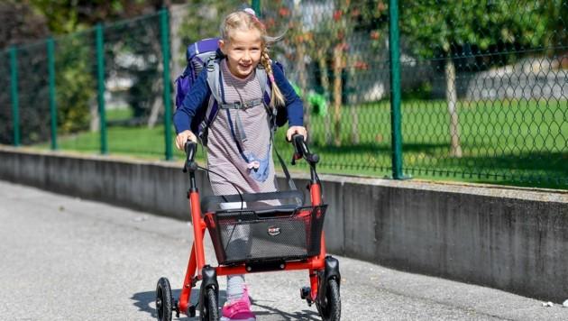 """Die sechsjährige Katharina lernte im """"kokon"""" in Rohrbach nach einer Operation wieder gehen. (Bild: Harald Dostal)"""