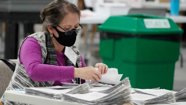 Stimmenauszählung in Georgia (Bild: AP)