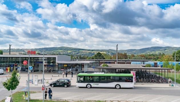 """Von Korneuburg nach Wien fährt man derzeit billiger als mit dem """"2er-Ticket"""" um 730 Euro (Bild: VOR/Bollwein)"""