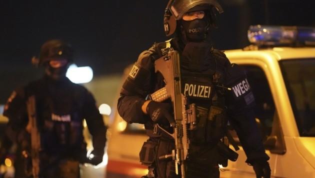 Mehr als 500 Polizeibeamte befanden sich im Zuge des Anschlags in der Bundeshauptstadt im Terroreinsatz. (Bild: GEORG HOCHMUTH)