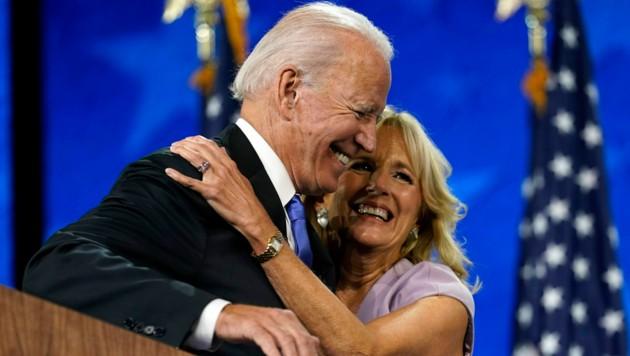 Joe Biden und seine First Lady Jill Biden (Bild: APA/AP Photo/Andrew Harnik)