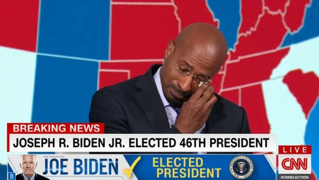 CNN-Moderator Van Jones bricht live auf Sendung nach Bidens Sieg in Tränen aus. (Bild: Screenshot CNN)