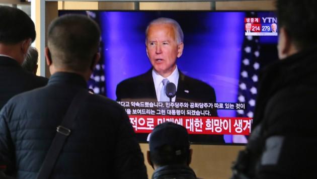 Die Siegesrede von Joe Biden im südkoreanischen Fernsehen (Bild: AP)
