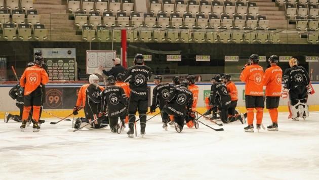 Seit etwas mehr als eine Woche trainieren die 99ers wieder. Heute wartet Villach als erste Prüfung. (Bild: Sepp Pail)