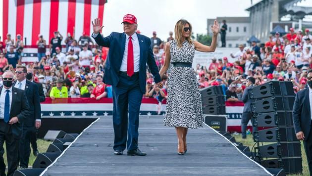 Trump mit seiner Frau Melania bei einer Wahlkampfveranstaltung in Florida im Oktober. Den Bundesstaat konnte er bei der Wahl für sich entscheiden. (Bild: AP)