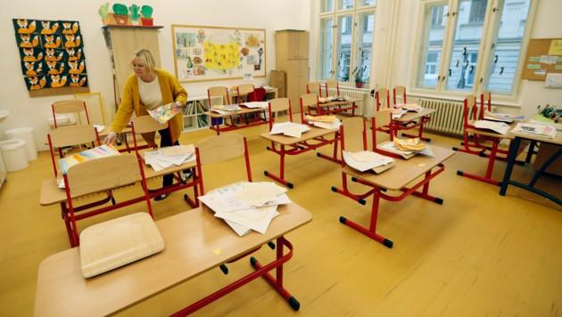 Eine geschlossene Schule in der tschechischen Hauptstadt Prag (Archivbild) (Bild: The Associated Press)