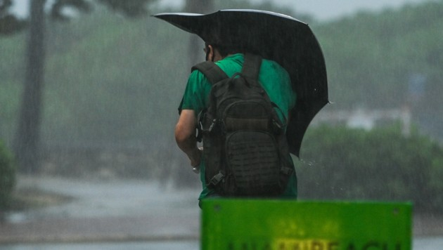 """Der Tropensturm """"Eta"""" hält derzeit viele Regionen Floridas in Atem. (Bild: AFP/CHANDAN KHANNA)"""