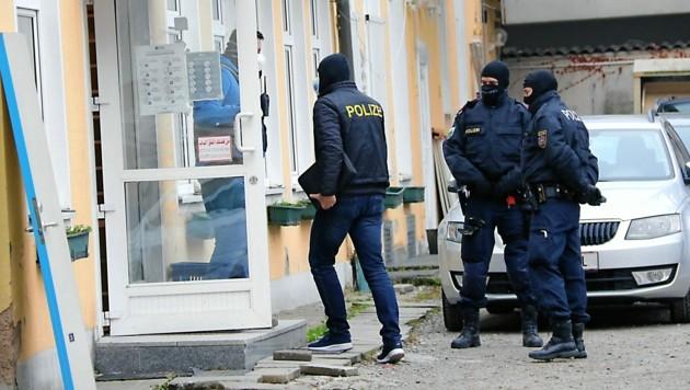 """Polizeieinsatz im Zuge der """"Operation Ramses"""" in Graz (Bild: Christian Jauschowetz)"""