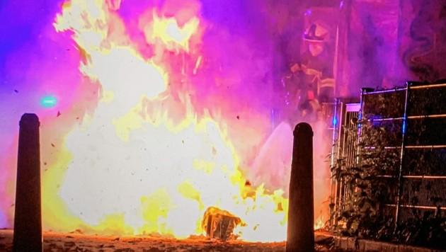 Beim Brand vergangene Woche wurde ein Teil der Bibelausstellung der Volksschule Pestalozzistraße zerstört. (Bild: Markus Tschepp)