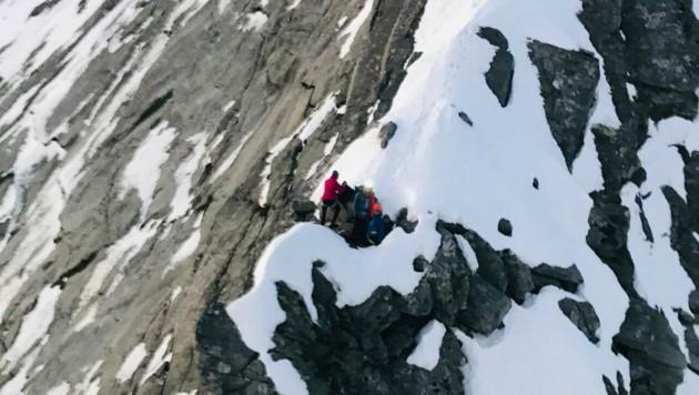 Hier mussten die vier jungen Alpinisten die Nacht über ausharren. (Bild: ZOOM.TIROL)