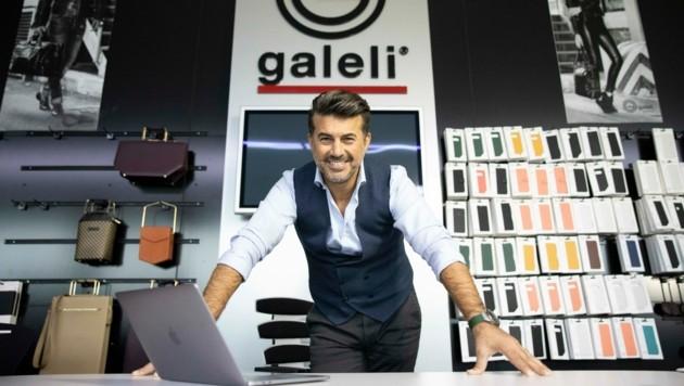 Casual, aber dennoch chic: Galeli im Office-Look mit Chino-Hose und Weste. (Bild: Maurice Shourot)