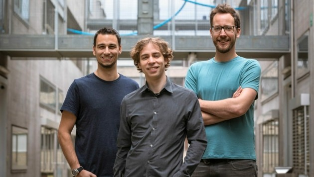 CISPA-Forscher Michael Schwarz und die beiden TU Graz-Informatiker Daniel Gruss und Moritz Lipp (v.l.n.r.) (Bild: TU Graz/Helmut Lunghammer)