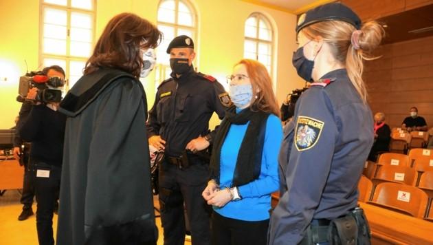 Peinlich für Verteidigerin Lanschützer: Margit T. soll sie mit Drogengeld bezahlt haben, die Ermittlungen laufen noch. (Bild: Uta Rojsek-Wiedergut)
